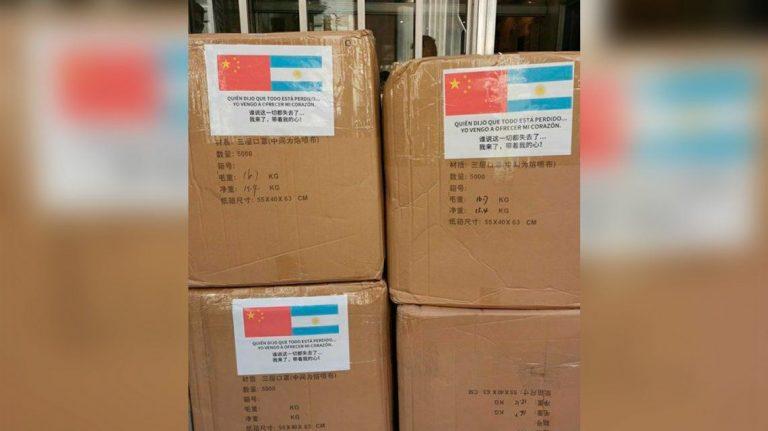 Arribó al país un nuevo cargamento de insumos médicos desde China con un mensaje muy especial