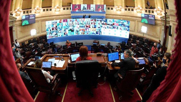 Súper miércoles en el Congreso: en forma remota el Senado debatirá los DNU del Presidente y Diputados votará dos leyes para el personal sanitario